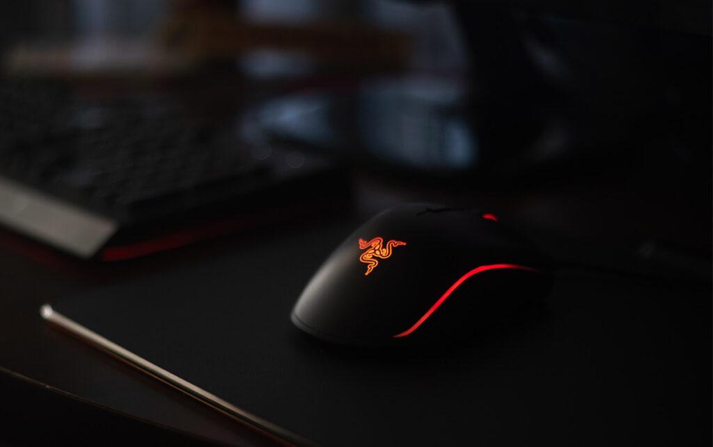 Beste Gaming Muis Razer Deathadder rood verlichting
